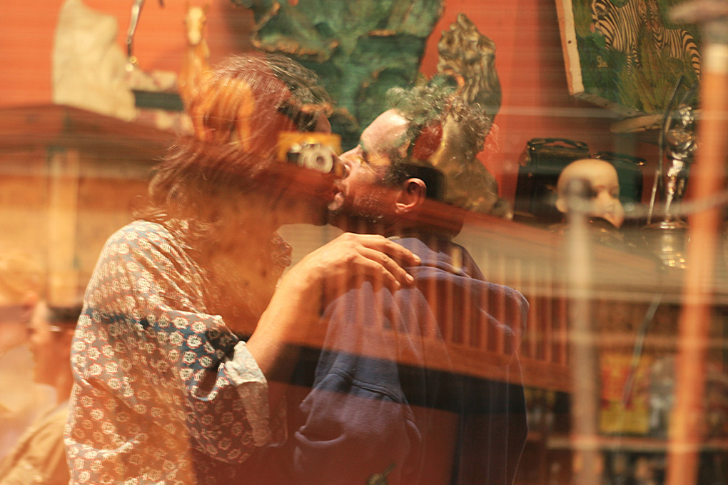 street photography, Santelmo, reflection, window, lovers, haters, dolls, antiques, camera, photography, street photography, Mercedes Noriega, Mercedes Noriega Photography